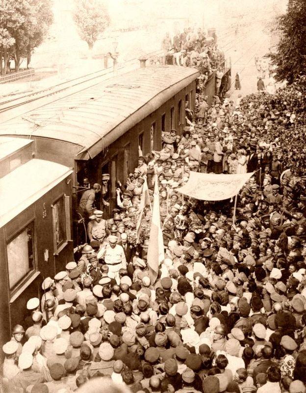 Зустріч Симона Петлюри на залізничному вокзалі у Фастові після того, як з міста витіснили більшовиків. 29 серпня 1919 р.