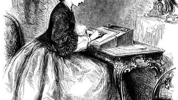 Una mujer escribiendo