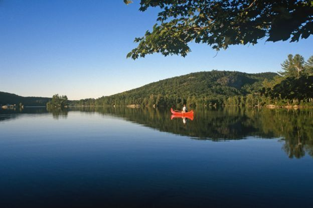 البحيرة التي يسكن نايت بجوارها