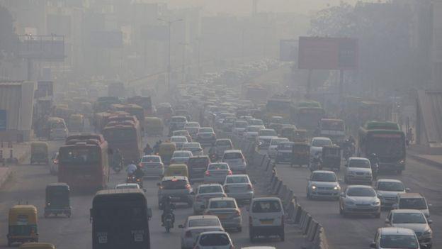 दिल्लीमा गाडीका ताँती