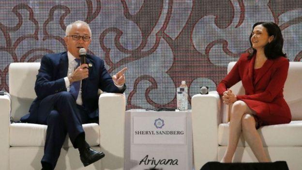 Bà Sheryl Sandberg (phải), Giám đốc điều hành của Facebook, dự hội nghị Apec ở Đà Nẵng năm 2017