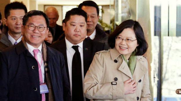 蔡英文與隨行團隊抵達休斯敦下榻飯店。