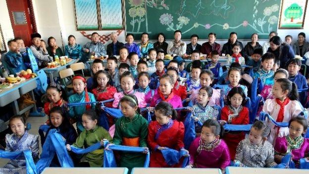 内蒙古呼和浩特民族实验学校开学仪式