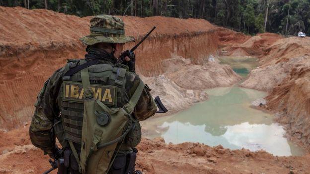 Grupo Especializado de Fiscalização (GEF) do Ibama desativa garimpos ilegais nos parques nacionais do Jamanxim e do Rio Novo, no Pará