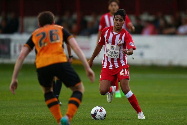 Gerardo Bruna jugando con el Accrington Stanley