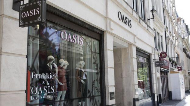 Uma loja Oasis perto da Oxford Street, Londres