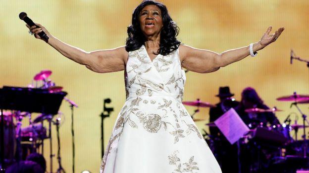 Aretha Franklin akiimba wakati wa tamasha za Tribeca Film Festival Opening Gala premiere mwaka 2017