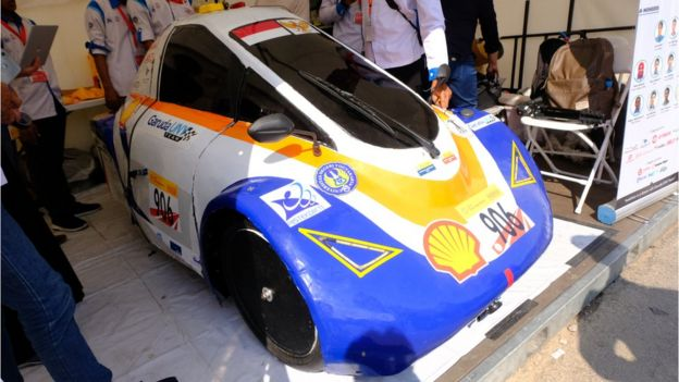 Berbagai mobil hemat energi buatan anak negeri juga berlomba adu cepat di ajang lain di waktu berdekatan dengan Shell Ideas 360 | Sumber: BBC Indonesia