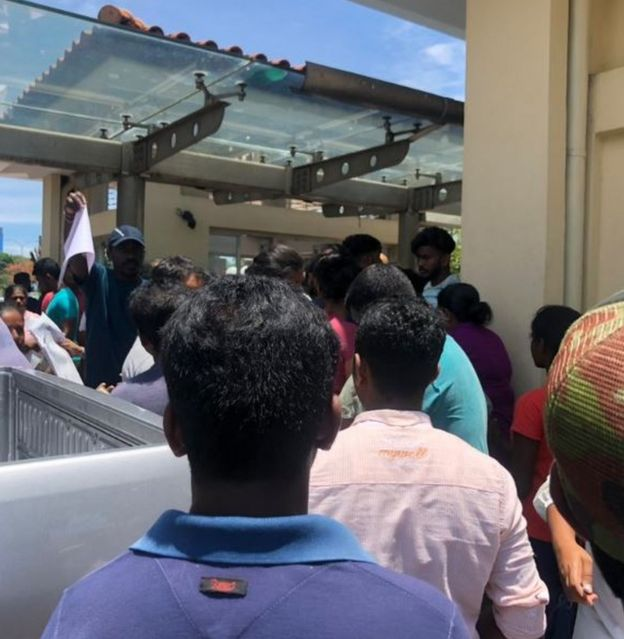 Queue at blood centre in Colombo