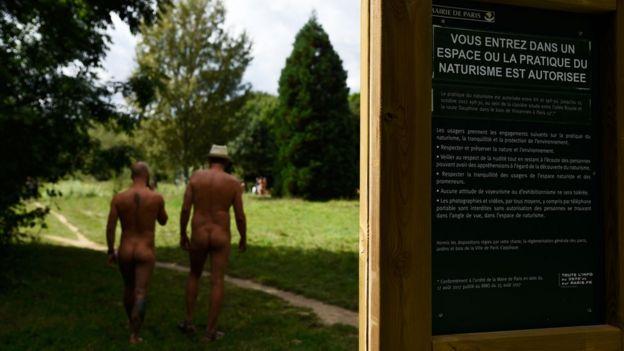 Espacio nudista en Francia