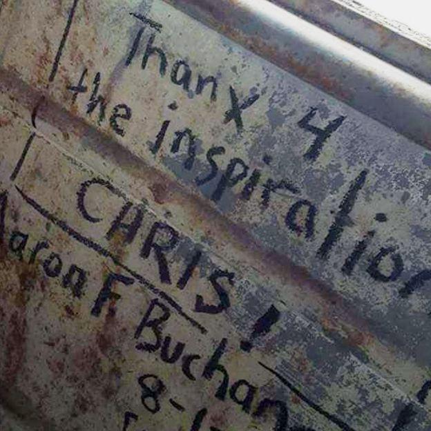 Послания фанатов Криса Маккэндлесса в автобусе