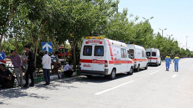 آمبولانسها و نیروهای امدادی در محوطه آرامگاه آیتالله خمینی