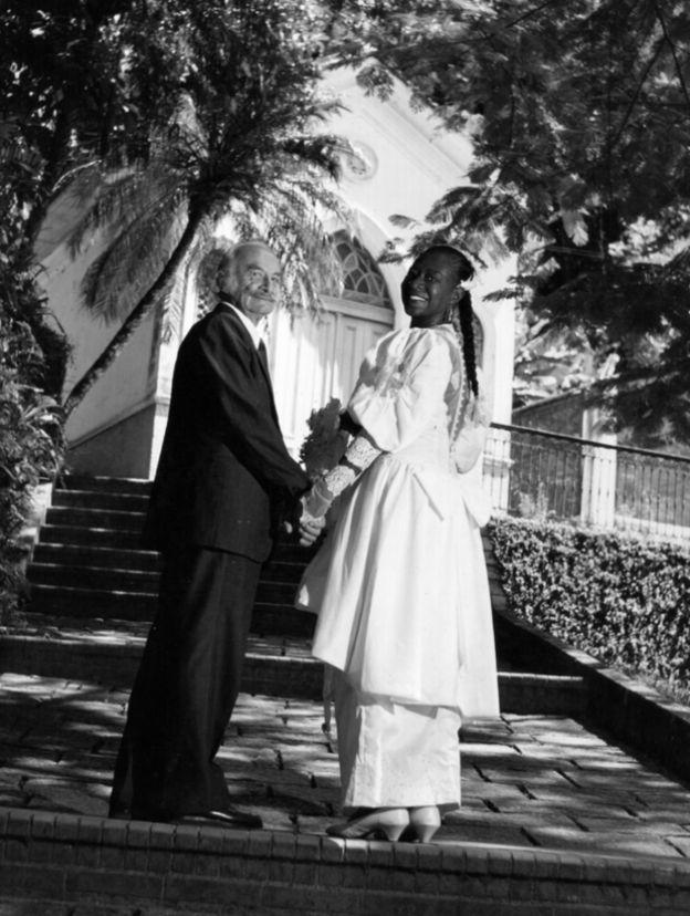 Maria Lata D´Água e o marido