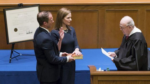 Juramento de Amy Coney Barrett como jueza de corte de apelaciones