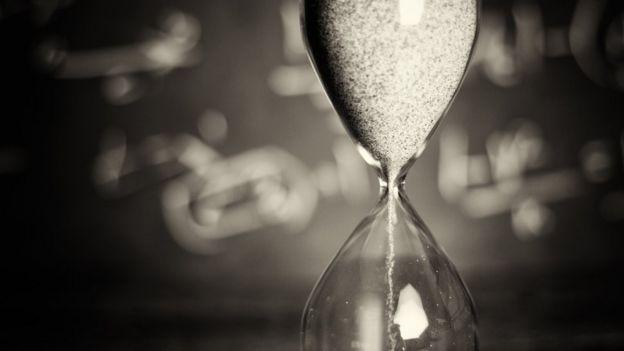 un reloj de arena