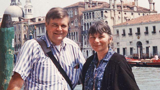 George y Roberta Poinar, vistos aquí en Venecia, en 1996