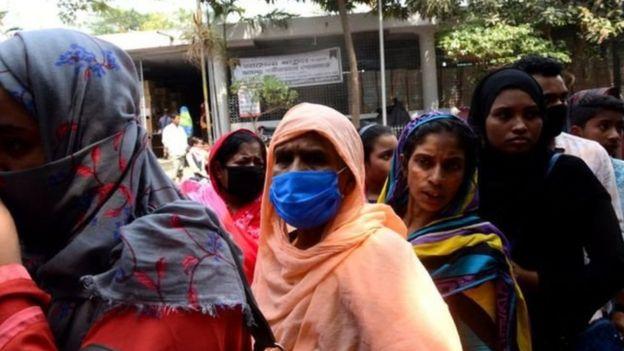 ঢাকার একটি হাসপাতালে রোগীদের লাইন।