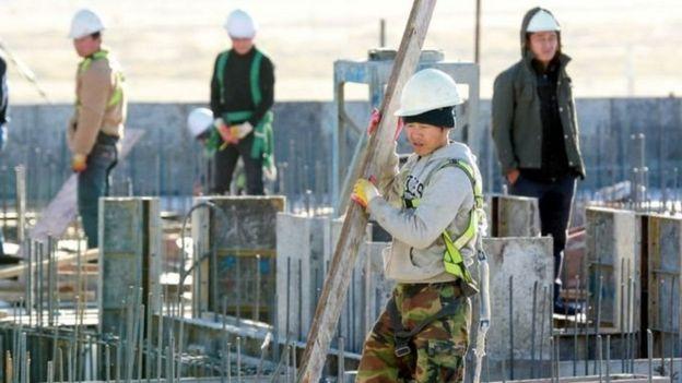 Công nhân Bắc Hàn trên một công trường ở thủ đô Ulaanbaatar của Mông Cổ.