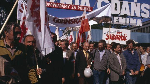 Manifestação do Solidariedade contra o fechamento dos estaleiros de Gdansk durante a campanha eleitoral de 1989