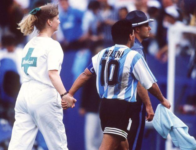 Maradona con enfermera