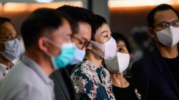 Tanya Chan y otros activistas en Hong Kong