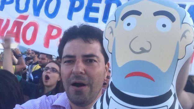 Adolfo Sachsida em manifestação anti-Lula com boneco inflável batizado de Pixuleco