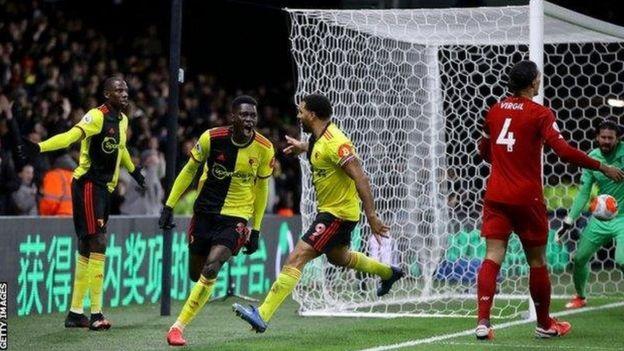 لاعبو واتفورد يحتفلون بأحد أهدافهم في ليفربول