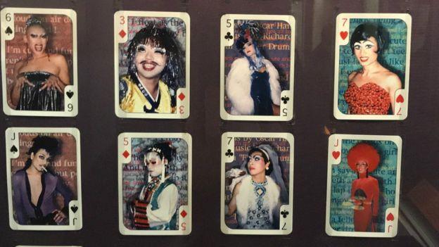Baralho com foto de drag queen de Otsuka Takashi