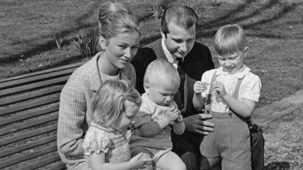 Принцесса Паола и принц Альберт с детьми до его вступления на престол - фото 1969 года