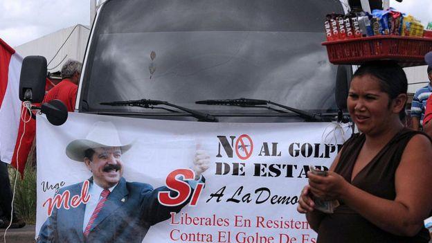 Protesta contra el golpe a Mel Zelaya