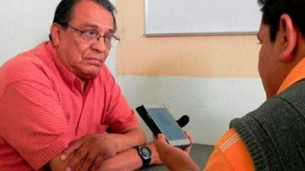 Maximino Rodríguez siendo entrevistado