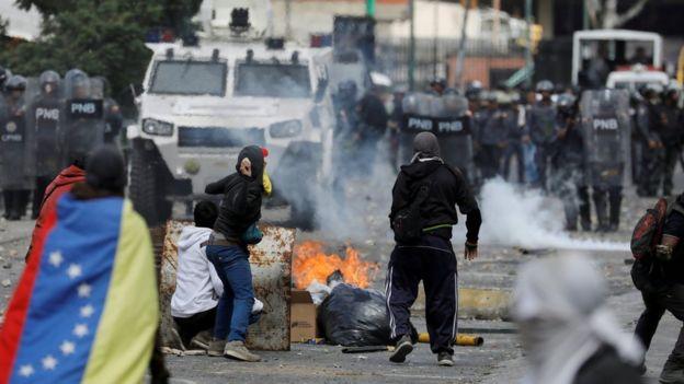 Venezuela krizi: 5 soruda neler yaşandı, bundan sonra ne olabilir
