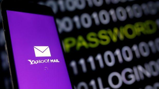 Logo de Yahoo en un celular.