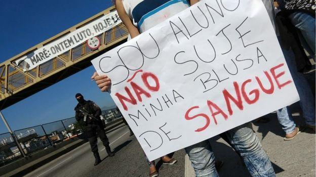 Protesto após morte de menino