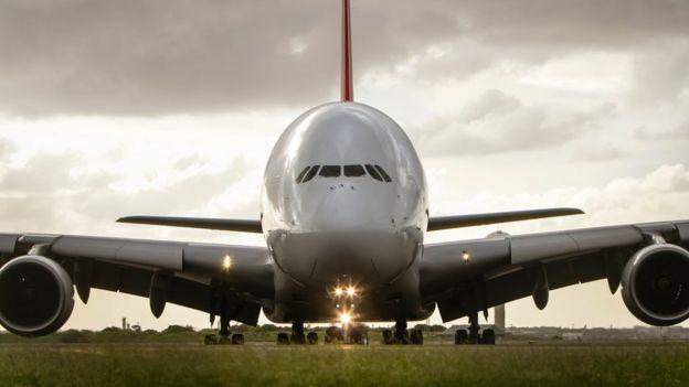 Un Airbus A380 estacionado.