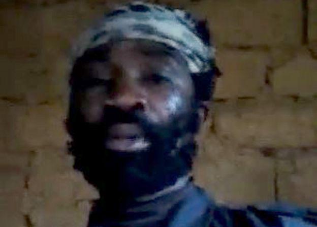 Hombre borroso que parece ser el secuestrador de los niños de Camerún.