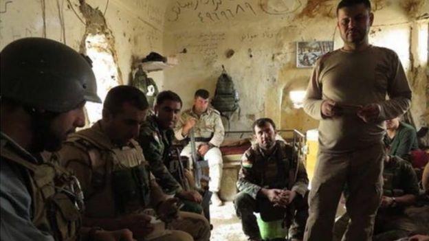 Gabriel Chaim e soldados iraquianos em Mossul