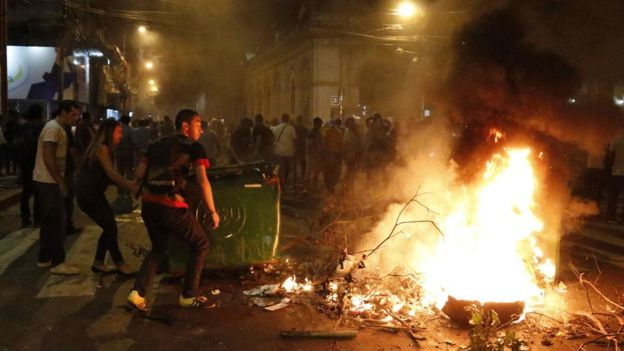 Demonstrators set fire to a barricade during a protest in front of the National Congress in Asuncion, Paraguay, 31 March 2017.