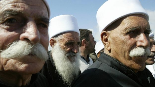 File photo showing Druze sheikhs crossing the Quneitra checkpoint between Syria and the Israeli-occupied Golan Heights (6 September 2007)