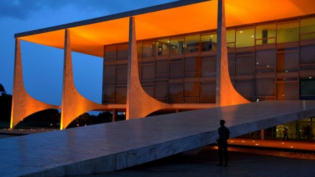 O Palácio do Planalto à noite
