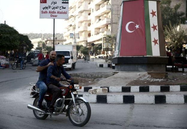 "هل تسعى تركيا إلى ""تتريك""شمال سوريا وضمه إليها؟ _105919220_89e06571-318a-4bcc-bdfa-fe78a1a9b91e"