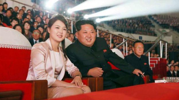 Если верить слухам, достоверность которых подтвердить невозможно, Ким Чен Ын и Ли Соль Чжу встретились на концерте классической музыки
