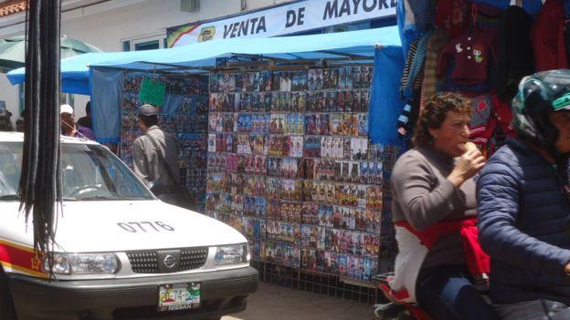Puesto de videos pirata en San Cristóbal.
