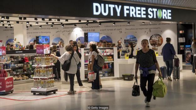 Một khi đã qua khám xét an ninh, du khách thay đổi từ du khách bị căng thẳng thành khách hàng có giá trị