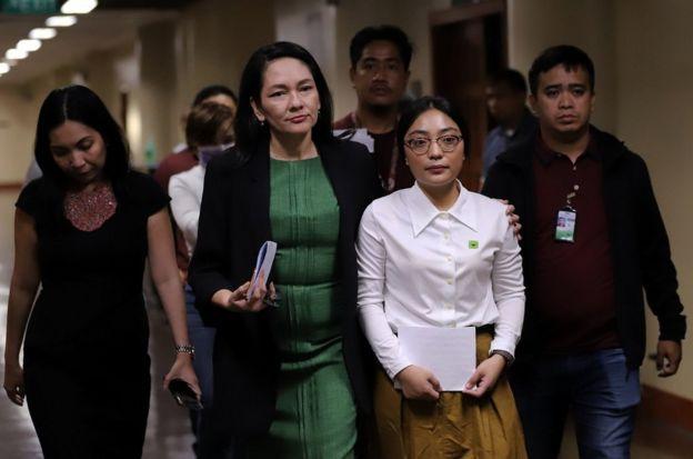 2月12日,在菲律賓參議員漢迪夫洛斯(Risa Hontiveros)的陪同下,賴羽倩在馬尼拉召開記者會