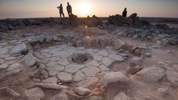 Sitio arqueológico con restos de un horno de piedra