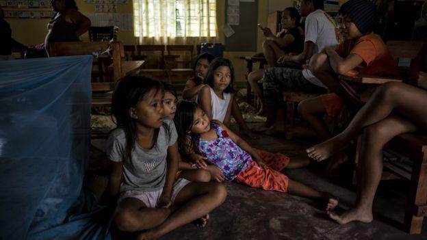 بسیاری از خانوادهها در مدارس پناه گرفتهاند