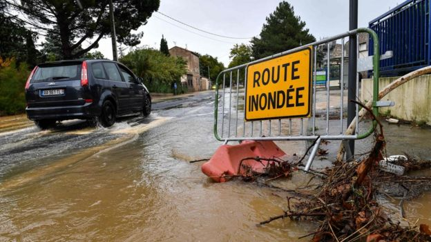 Sign reading 'flooded street'