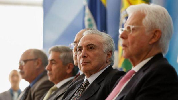 Temer com Moreira Franco e outros ministros em solenidade