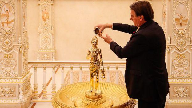 Bolsonaro em visita ao Templo de Akshardham, em Nova Déli